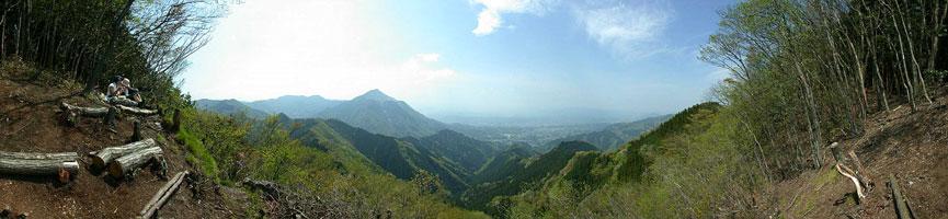 二子山山頂は180度の大展望だ。