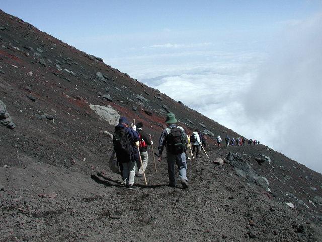 山頂直下の須走口下山道。