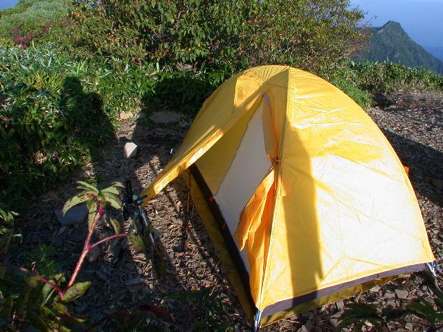 初めてのテント泊。家で何度も練習したので、設営はあっという間だ。